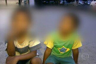 Dois garotos, um de três e outro de quatro anos, são achados vagando pelo Morumbi - Eles estavam com fome e são sabiam dar informção sobre os pais. Nos Conselhos Tutelares não havia atendimento.