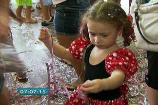 Bloco Urubózinho agita as crianças do bairro da Freguesia do Ó - Integrantes do grupo, que já é tradicional no bairro, resolveram se reunir este ano e animar a garotada durante o carnaval.