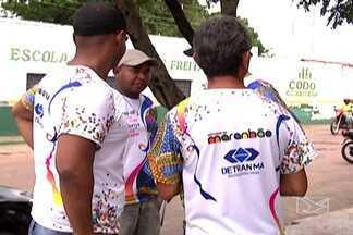 Fiscalização da Lei Seca orienta foliões em Codó - Em Codó, uma fiscalização próxima aos bares da cidade orientou foliões para que a lei seca fosse cumprida.