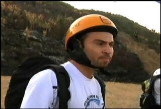Instrutor de voo morre durante passeio de parapente no litoral cearense - Acidente aconteceu em uma praia da cidade Icapuí.