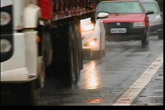 Chuva faz com que volta do feriadão seja antecipada - O movimento nas rodovias deve ser grande nesta terça-feira, 4.