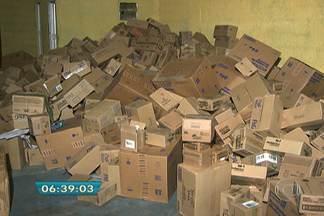 Polícia prende seis suspeitos de roubar produtos de higiene pessoal - A carga roubada estava escondida em um galpão em Perus, na Zona Oeste de São Paulo. Segundo a polícia, produtos seriam revendidos a pequenas farmácias e supermercados. Carga foi roubada de uma transportadora no domingo (2).