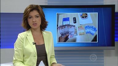 Homem é preso em flagrante com dinheiro falso em São Lourenço da Mata - Polícia Militar foi chamada para conter uma confusão dentro de uma casa, mas acabou achando dinheiro falso dentro de um veículo.