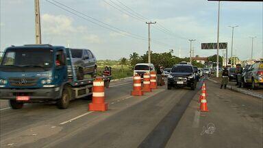 Motoristas adiantam retorno do feriado de carnaval antes da quarta-feira de cinzas - Polícia Rodoviária Estadual bloqueou alguns acessos para evitar congestionamentos.