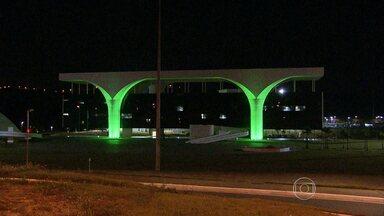 Alguns pontos de BH recebem iluminação especial em homenagem à Copa do Mundo - A iluminação marca os 100 dias para início do evento esportivo no Brasil. Entre os pontos decorados, estão a Cidade Administrativa e o Museu Abílio Barreto..