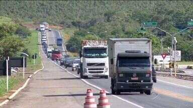 Mais de 100 motoristas já foram multados na BR-101 Norte, na Serra, em uma manhã - A fiscalização é intensa na rodovia.
