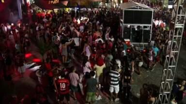 Ruas de Piraí, RJ, recebem desfiles de blocos - Festa aconteceu ao redor das três praças do Centro; mesmo no último dia de folia, foliões estavam empolgados.