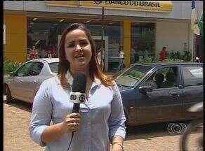 Bancos abrem ao meio-dia após quatro dias de carnaval - Bancos abrem ao meio-dia após quatro dias de carnaval