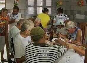 Bloco do Bacalhau encerra Carnaval em Bezerros, no Agreste - Evento é organizado por Lula Vassoureiro e é tradição na cidade. No desfile serão distribuídos bacalhau e vinho.