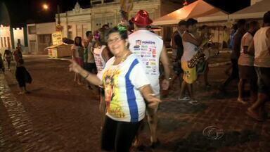 Último dia de carnaval em Penedo recorda época das marchinhas e frevos - Um bloco criado há cinco anos animou os saudosos foliões que dançavam ao ritimo de uma boa música carnavalesca.