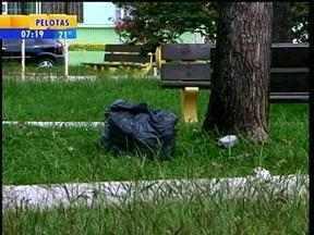 Com paralisação de empresa que cuida da limpeza, Uruguaiana, RS, tem ruas tomadas por lixo - Município, com falta de recursos, já atrasa o pagamento há quatro meses.