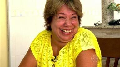 Cida leva a menopausa com bom humor - Cida nunca trabalhou fora de casa; preferiu cuidar dos filhos e da casa. Ela tem 58 anos e conta que a menopausa não tem sido um problema, mas trouxe alguns desconfortos.