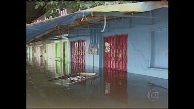 Mais de 13 mil pessoas estão desabrigadas no sul do Amazonas - Na região norte, a cheia histórica deixou cidades cobertas pela água. Mais de 13 mil pessoas estão desabrigadas no sul do Amazonas. E a cidade de Humaitá está em situação de calamidade.