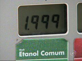 Preço do etanol dispara nos postos de combustíveis da região de Sorocaba - Por conta da entressafra, o preço do etanol disparou nos postos da região de Sorocaba (SP). O preço chega a quase R$ 2. Para muitos motoristas, a solução é trocar pela gasolina.