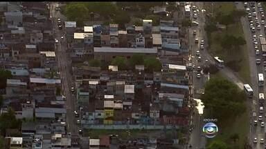 Moradores de Vila Kennedy vivem expectativa da chegada da UPP - A polícia vai ocupar a comunidade na quinta-feira (13). Segundo os moradores, os tiroteios no local são constantes.