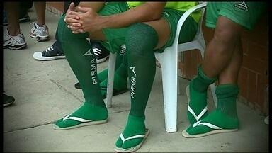 Após sumiço das chuteiras, Brasília e Formosa se enfrentam pelo Campeonato Brasiliense - Time de Goiás teve os calçados furtados pouco antes da partida, válida pela primeira rodada.