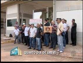 Agentes penitenciários continuam em greve - Servidores permanecem sem realizar transferências de detentos.