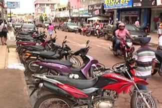 Motoristas de cidades pequenas têm problemas com falta de estacionamento - Problema comum nos grandes centros urbanos começa a fazer parte também do dia a dia de motoristas em cidades menores.