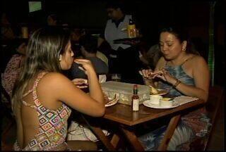 Consumidores reclamam do aumento do preço do caranguejo, em Fortaleza - Comerciantes tentam manter a oferta do produto.