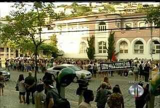 Educação em Friburgo, RJ, entra em greve por tempo indeterminado - Decisão aconteceu após assembleia na tarde desta quarta-feira (12).Prefeitura não cumpriu acordo de criar plano de cargos e salários.