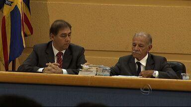 Seção define cassação do prefeito Alcides Bernal - Forma mais de nove horas de duração, entre leitura do relatório da comissão processante e a defesa do prefeito cassado