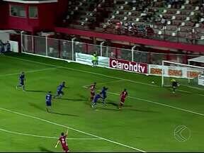 Mancini faz três na etapa final e dá vitória ao Villa Nova-MG sobre a URT - Atacante veterano chega ao sétimo gol e é o artilheiro do Mineiro. Time de Patos de Minas faz bom primeiro tempo, mas não repete atuação no final e perde por 3 a 1