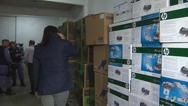 Eletroeletrônicos são encontrados em depósito, no AM - Objetos foram encontrados com ajuda de rastreador, diz polícia. Eletrônicos estavam dentro de depósito na Zona Sul de Manaus.