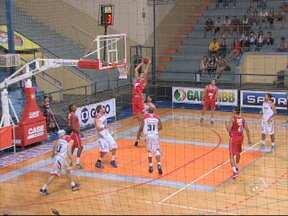 LSB vence o Pinheiros em Sorocaba - O time da casa começou atrás no placar, mas conseguiu se recuperar. O LSB venceu por 82 a 76 o time de Pinheiros.
