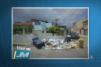 Moradora do bairro de Portão envia foto de montanha de lixo no local - Segunda ela, o mau cheiro é grande e acaba atraindo bichos e insetos.