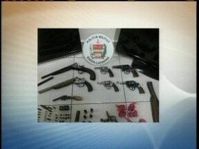 Adolescentes e armas são apreendidas pela PM em Lages - Adolescentes e armas são apreendidas pela PM em Lages