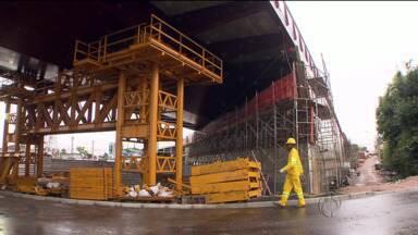Consórcio pede nova vistoria em viaduto - Duas partes das obras do viaduto estaiado estão embargadas pelo Ministério do Trabalho.