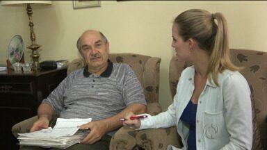 Moradores de Curitiba reclamam do atendimento pelo número 156 - Conheça o seu Valério, que já ligou mais de mil vezes para o telefone da prefeitura.