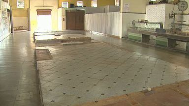 Reforma de revitalização inacabada prejudica comerciantes em Jaboticabal, SP - Alguns comerciantes foram retirados do local e os que permanecem reclamam de abandono.