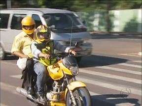 Mototaxistas têm até abril para renovar licença - Quem não renovar perde o dinheiro de trabalhar