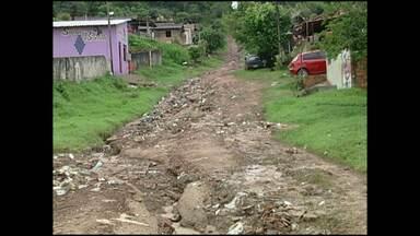 Deslizamentos de terra ameaçam centenas de casas em Alenquer - Chuvas provocaram estragos por vários pontos.