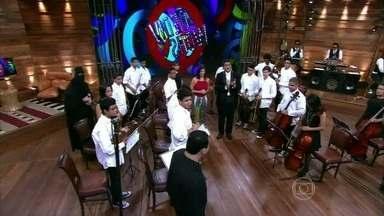 Vídeo Show com Helena Ranaldi abre com orquestra tocando o tema do programa - Atriz interpreta uma maestrina na novela Em Família