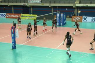 Maranhão Vôlei realiza último treino da temporada - Após o treino, torcedores realizaram uma surpresa para as jogadoras Alice e Amanda, aniversariantes do mês