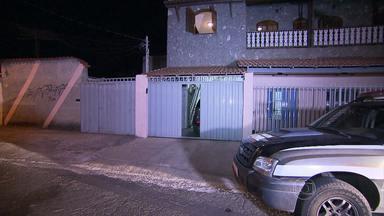 Jovem morre com suspeita de estupro no bairro Guarani, em BH - Durante a tarde, vizinhos ouviram gritos no imóvel. Família não quis gravar entrevista e disse que caso é um mistério.