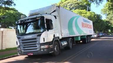 O motorista preso com uma carreta roubada em Mandaguari tem mandado de prisão em São Paulo - Uma empresa de monitoramento de Francisco Beltrão localizou a carreta e informou a polícia