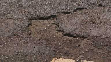 Usuários reclamam de perigos em rodovia entre Pedregulho e Rifaina, SP - Buracos tornam trânsito precário na Candido Portinari.
