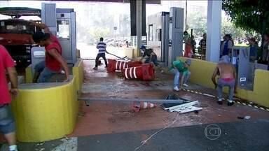 Protesto destrói Ceagesp, em São Paulo - O vandalismo começou por causa do preço do estacionamento no local. A Polícia Civil vai investigar o que motivou o vandalismo.