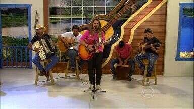 Cantora Maria Izabel se apresenta no palco do Meu MS - Cantora Maria Izabel canta a música sertaneja 'Beijo beijo Beijo'