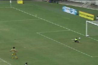 Goool do Ceará! Ricardinho faz o terceiro! - No contra-ataque do Ceará, Assisinho toca para Ricardinho, que chuta rasteiro marca um belo gol no Castelão