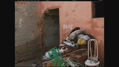 Nível do Rio Ipojuca sobe com chuva em Caruaru e causa alagamentos - Os moradores de uma casa levaram um susto com uma das paredes desabando.