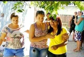 Mulher de 63 anos é morta no quintal de casa em Campos, no RJ - Homem chamou a vítima pelo nome e disparou quando ela saiu.Por enquanto nenhum suspeito foi encontrado.