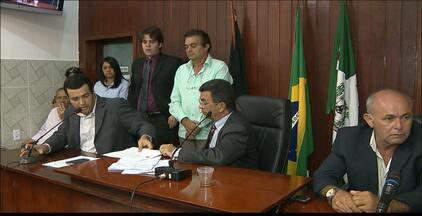 Câmara Municipal de Santa Rita, na Paraíba, afasta prefeito Reginaldo Pereira - O prefeito foi afastado por 90 dias. Ele teria contratado 300 funcionários sem base legal.