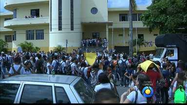 JPB2JP: Estudantes e professores fazem protesto no Centro de João Pessoa - Pedem mais segurança nas escolas.