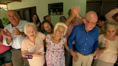 Emoção! Mais Você mostra reencontro de irmãos que não se viam há 70 anos - Dona Maria Roma foi ao Paraná ver os irmãos Odete, José e Gezu
