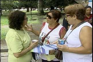 Blitz distribui folderes e água no centro de Pelotas - Atividade é comemorativa ao dia da água, no próximo sábado