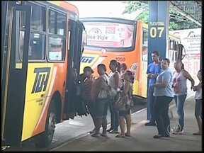 Transporte público em Araçatuba recebe críticas por atrasos e superlotação - O transporte público de Araçatuba (SP) tem recebido muitas críticas por atrasos, superlotação e da má conservação dos ônibus. Os problemas são tantos, que a prefeitura começou a fiscalizar o serviço.